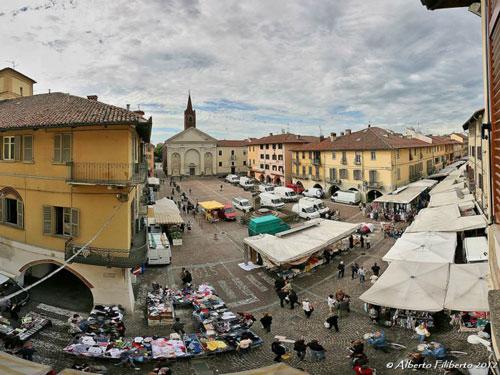 mercato-piazza-sant-agostino-carmagnola